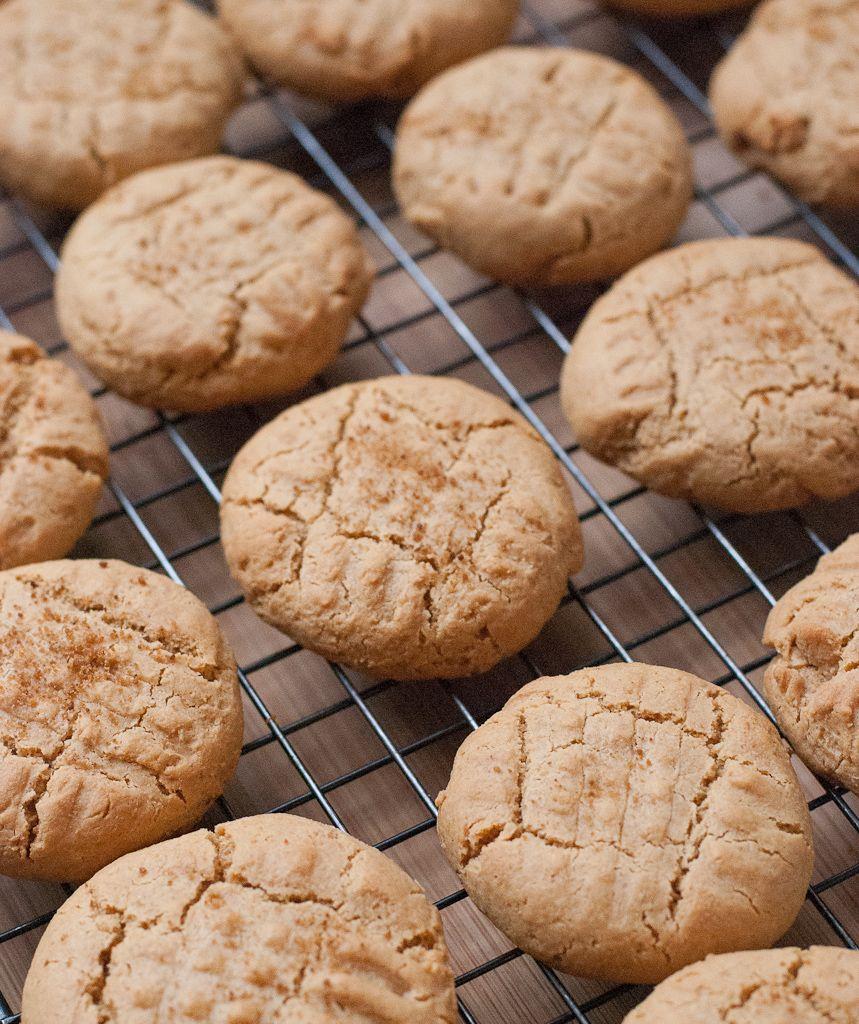 Кето-печенье с арахисовой пастой