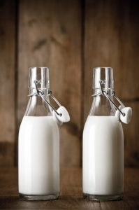 бутылки с молоком