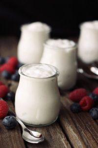 Банки с кокосовым йогуртом по рецепту.