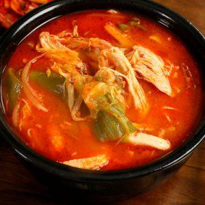 острый куриный кето-суп