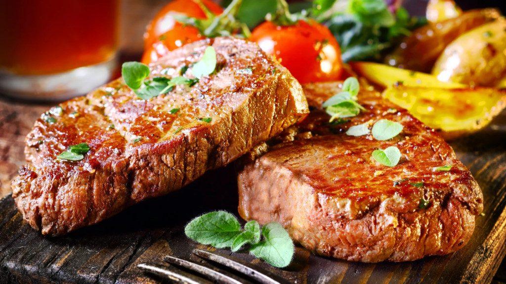 Сочные кето свиные отбивные: 2 рецепта