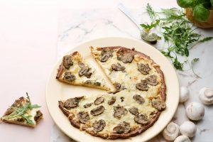 кето пицца с грибами на тесте из миндальной муки