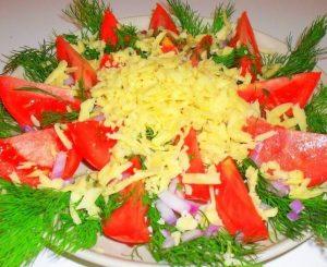 кето рецепты салатов включают томатном сырный