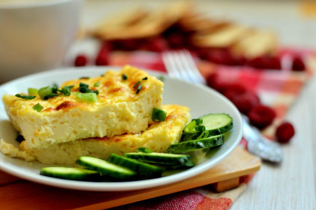 Кето омлет: 2 сытных рецепта для вкусного завтрака