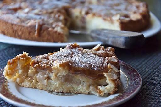 Яблочный кето пирог с соленой карамелью — потрясающий вкус!