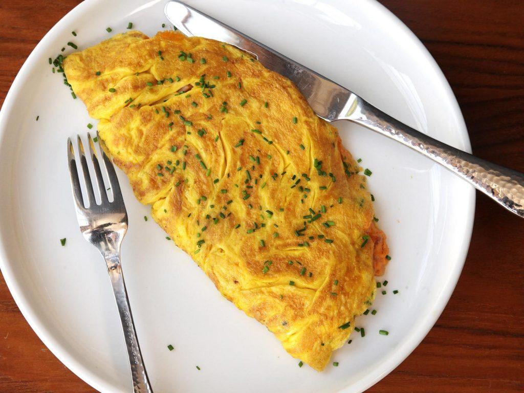 Как приготовить самый вкусный и пышный омлет на сковороде – делюсь секретами