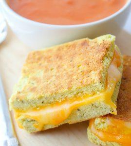 Кето хлеб с сыром – простой рецепт горячих бутербродов