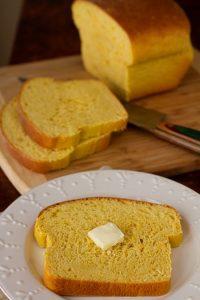 Миндальный хлеб заменит хлеб на кето диете.