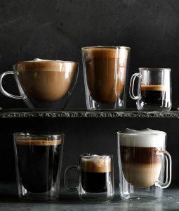 Кето кофе в кружках.
