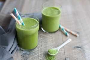 Зеленый смузи с матча можно пить на кето диете.