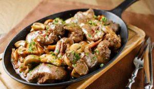 Куриная печень на кето- рецепт с беконом и грибами (шампиньонами)