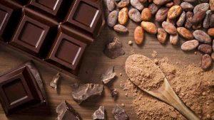 Горький шоколад - лучшие жирные продукты для кето диеты.