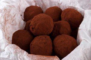 Кето пирожное картошка без сахара в какао-порошке.