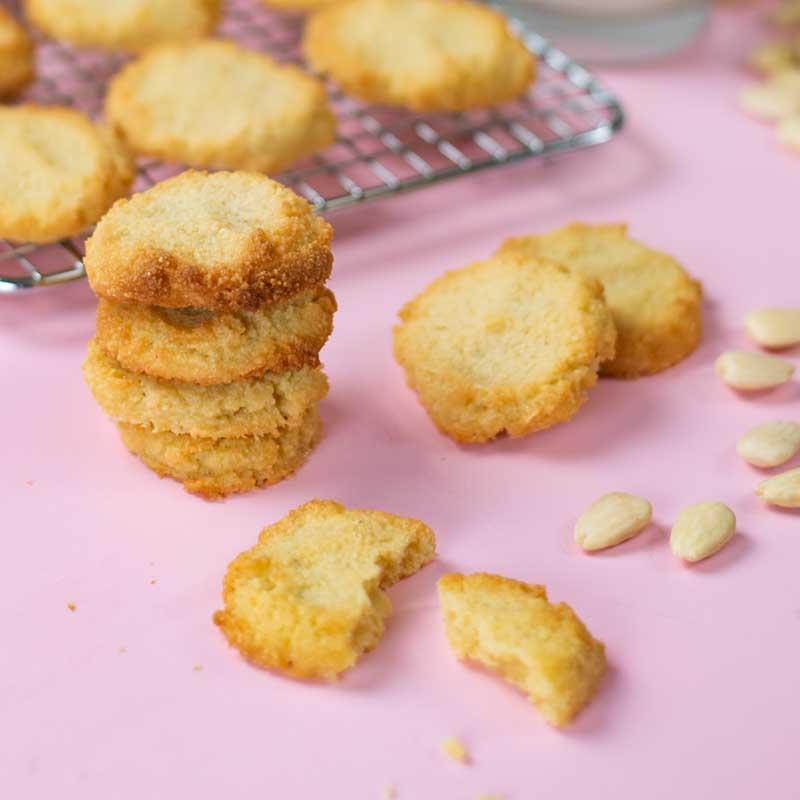 Песочное кето печенье из 4 ингредиентов. Рецепт теста с посчитанными калориями, белками, жирами и углеводами.