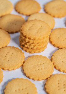 Хрустящее рассыпчатое песочное кето печенье. Рецепт теста.