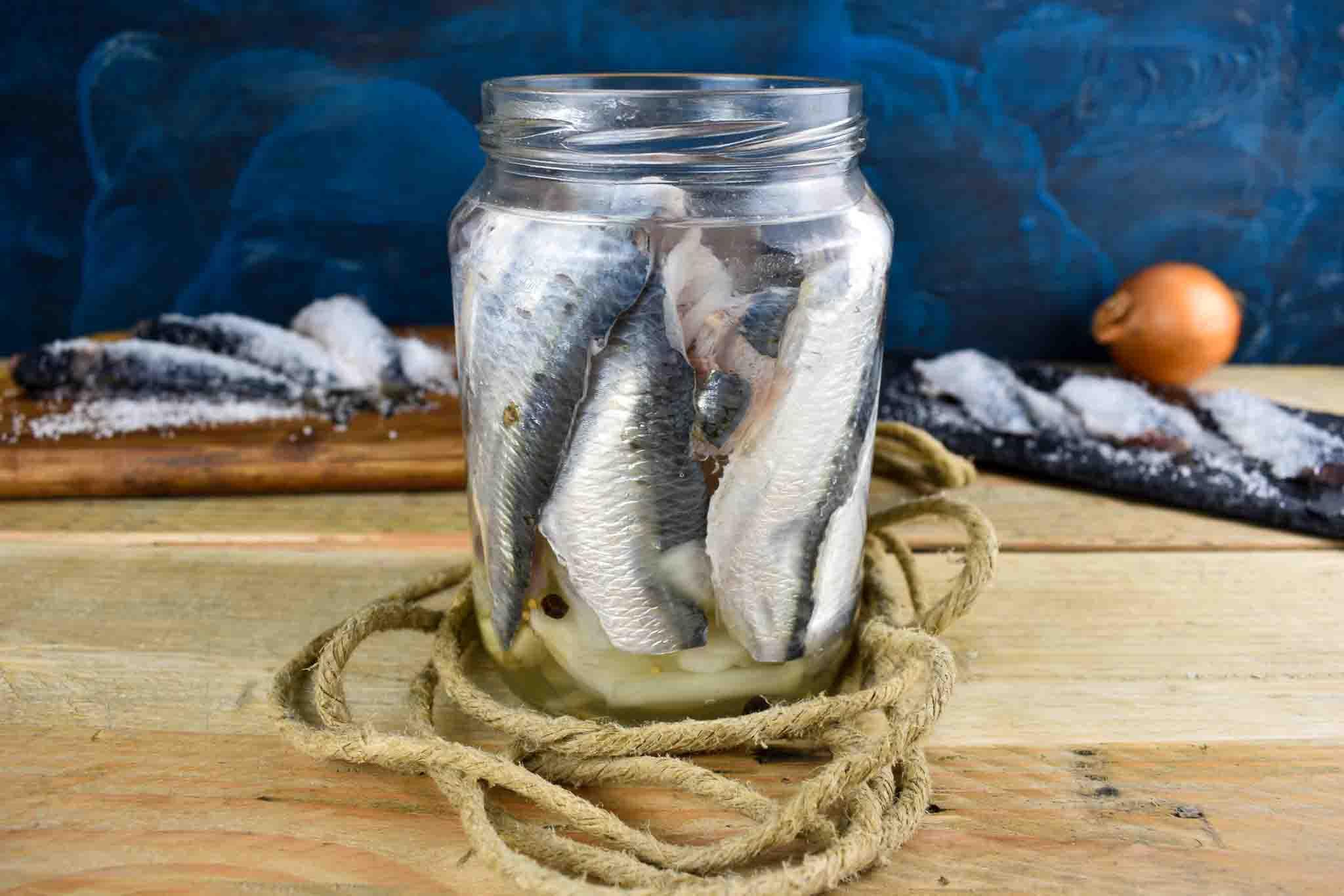 Соленая рыб а банке на кето диете.
