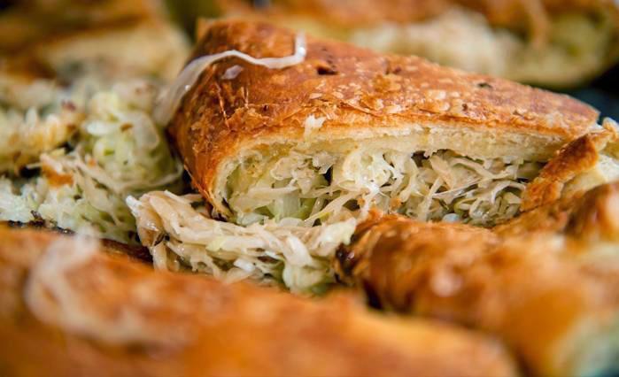 Рецепт рыбного кето пирога - кето пирог с рыбными консервами и квашеной капустой.