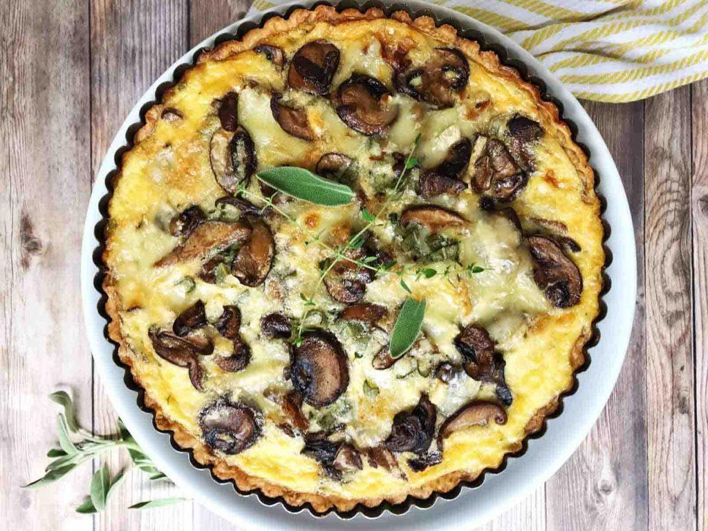 Кето жульен с курицей и грибами. Рецепты сытного французского обеда со сливочным соусом и бульоном