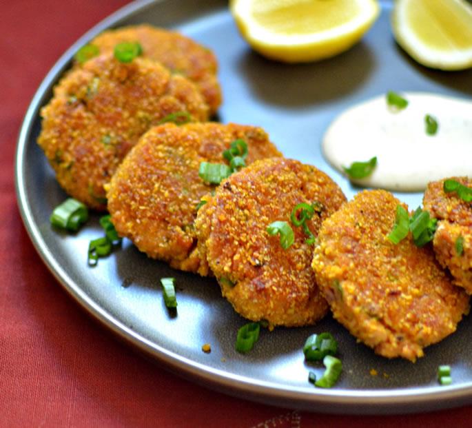 Рыбные кето котлеты. 3 рецепта котлет из рыбы — из консервов, с хрустящей корочкой, и с цветной капустой