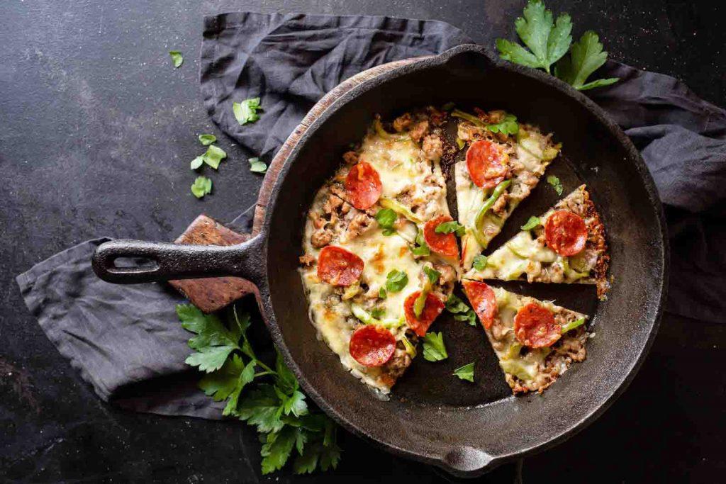 Рецепты кето пиццы на сковороде – 3 быстрых рецепта для диеты